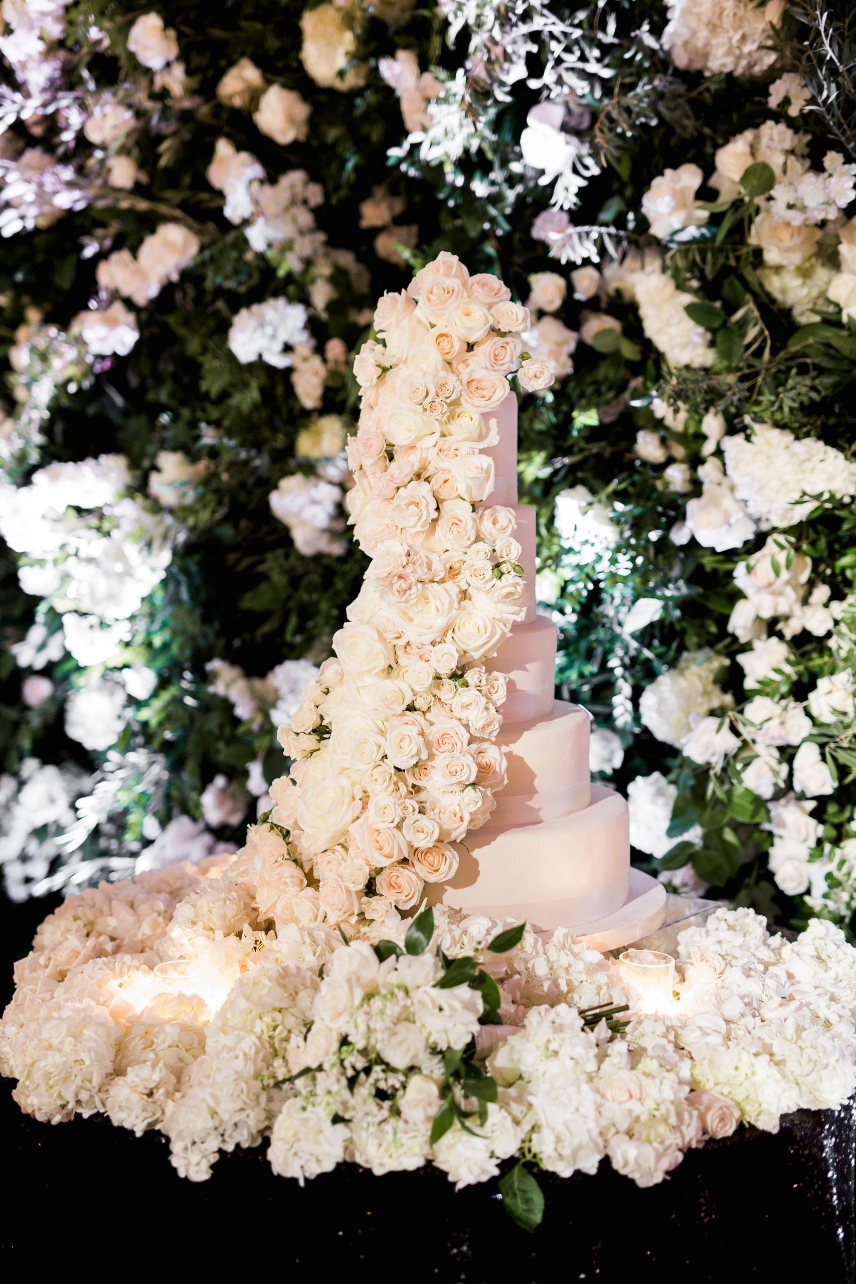 creative-wedding-cake-tables