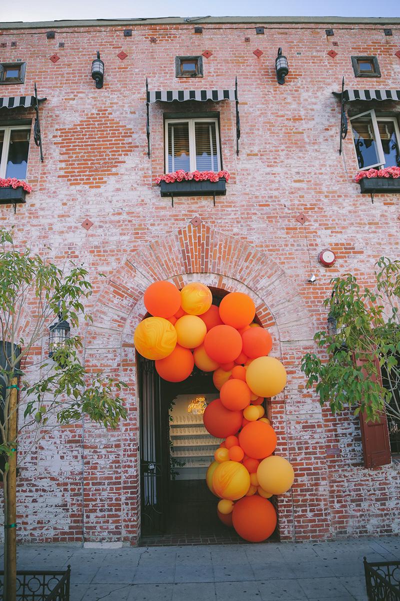 wedding trends balloon arch