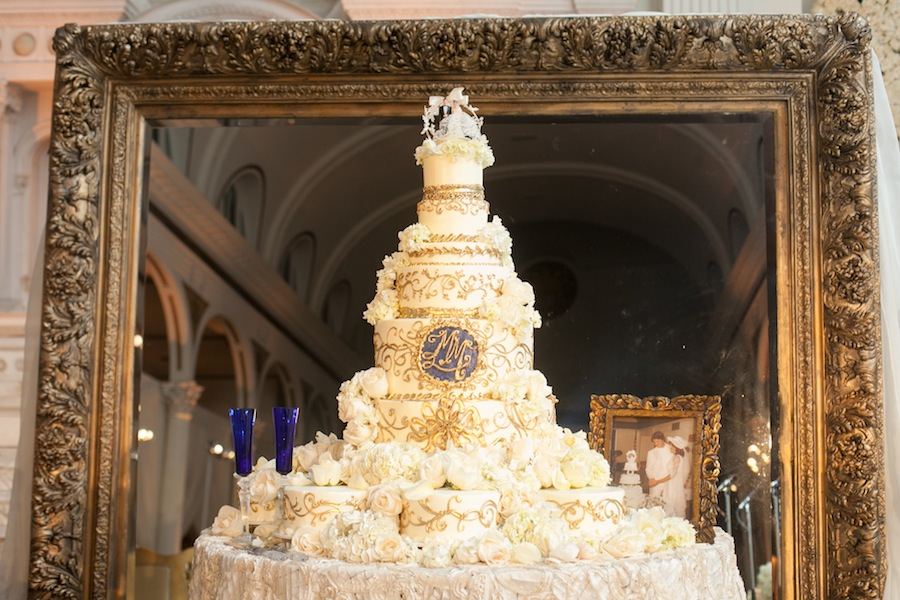 wedding-cake-monogram