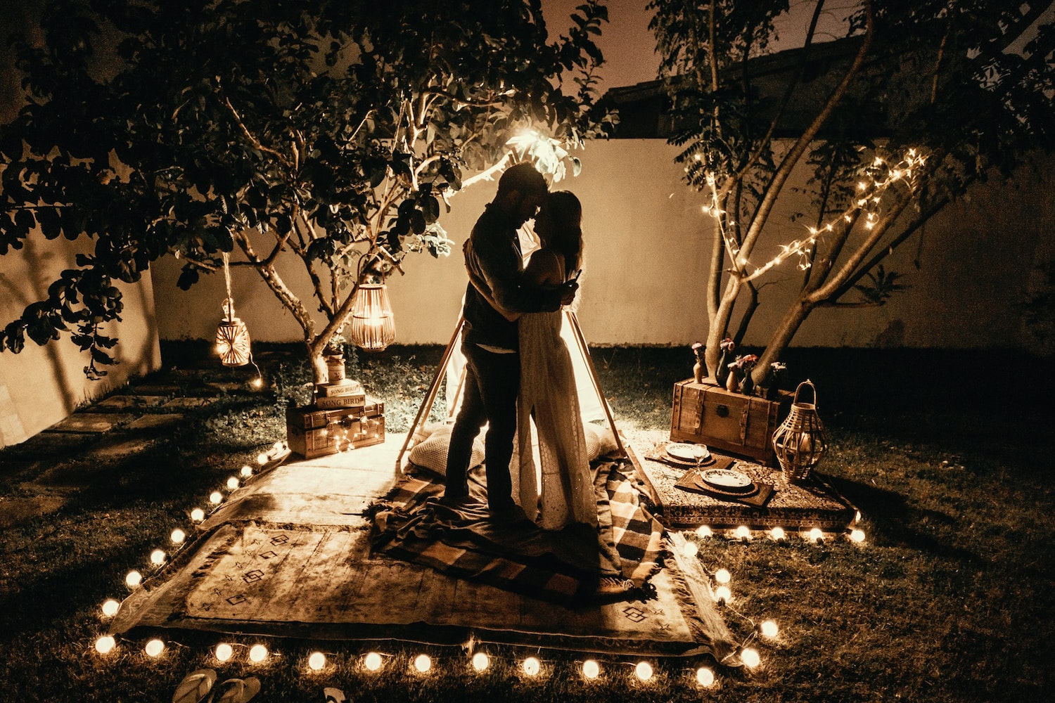 how-to-celebrate-your-original-wedding-date-if-your-wedding-is-postponed
