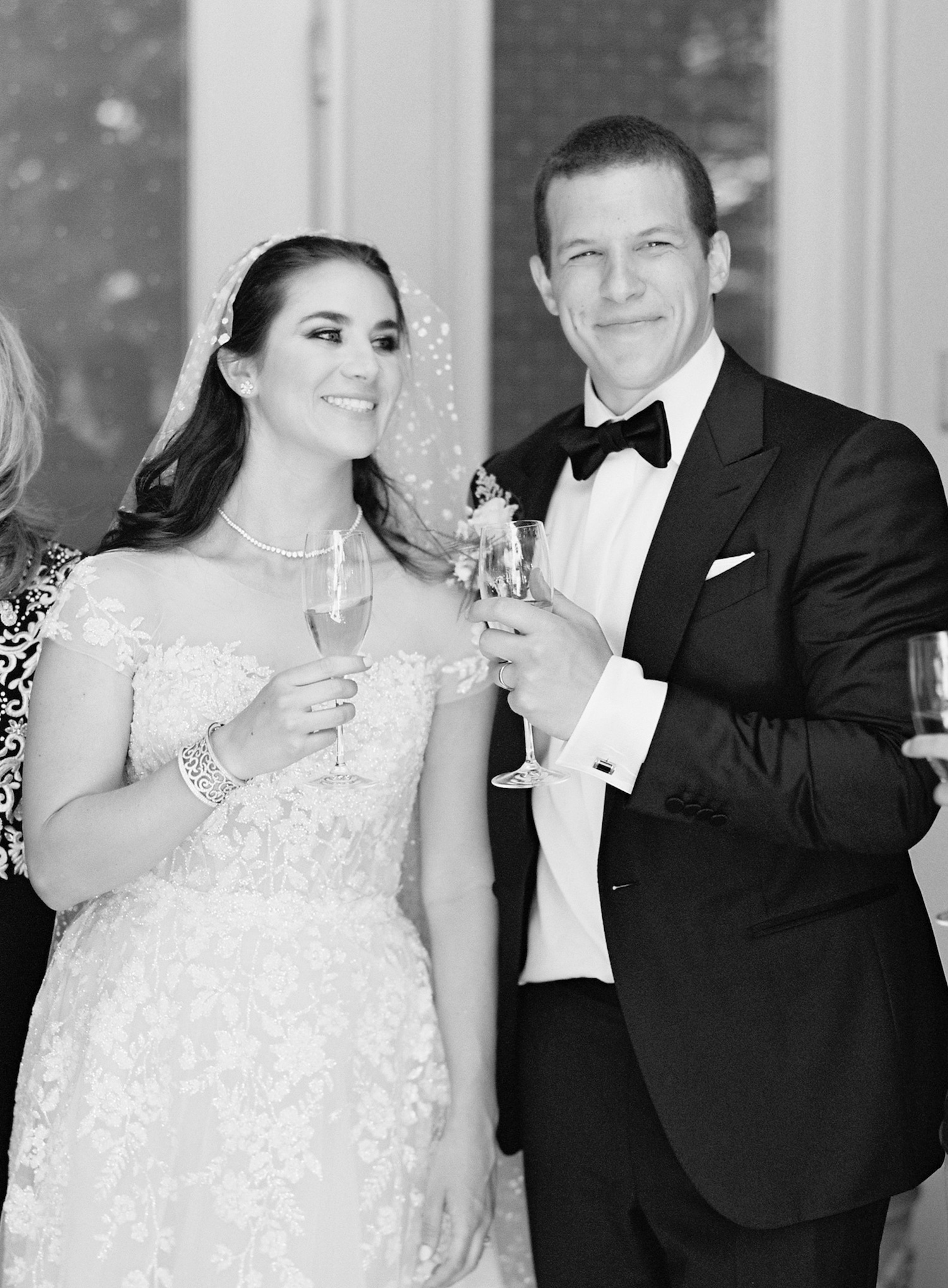 champagne-toast-micro-wedding-coronavirus