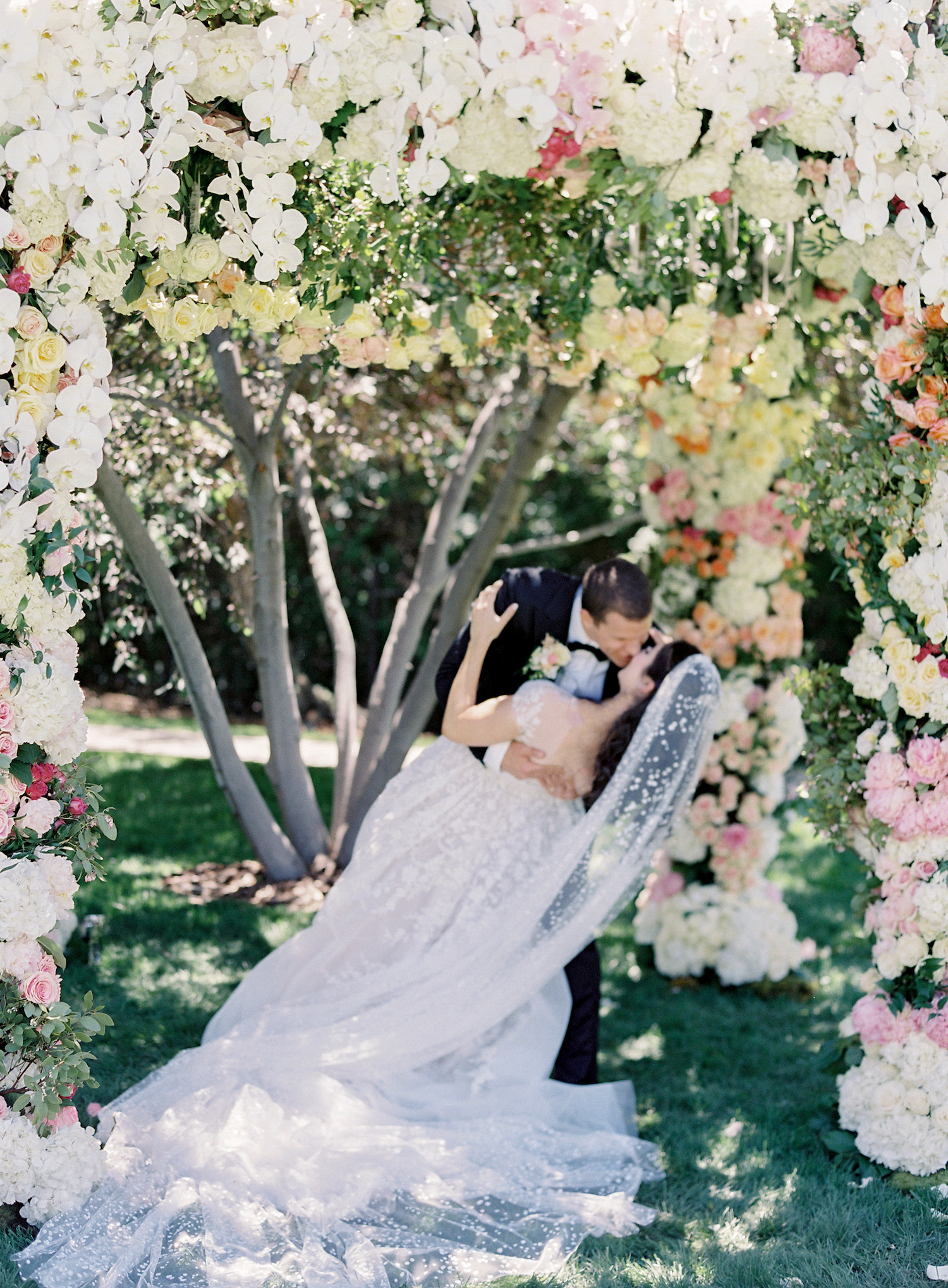 bride-and-groom-garden-wedding-under-floral-chuppah