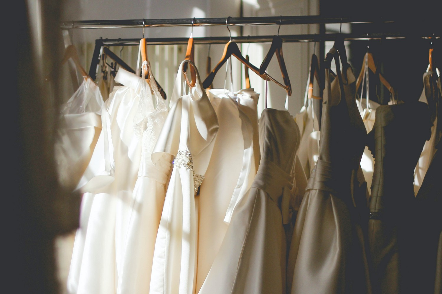 Top Tips for Buying Your Wedding Dress Off the Rack